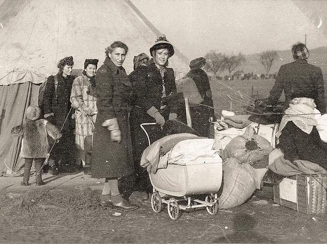 Refugees in the Friedland transit camp, 1945