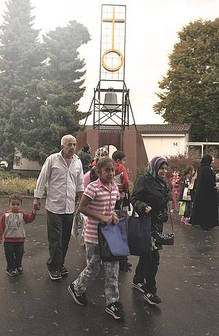 Syrian refugees on arrival by the Friedland bell, 11.9.2013